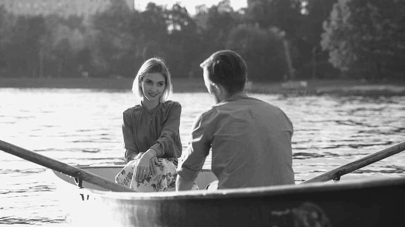 Learn to flirt: Guide to conquer a man or a woman
